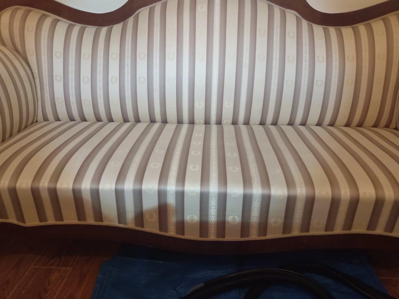 Wygląd kanapy po usunięciu plamy z czerwonego buraka - pranie tapicerki meblowej